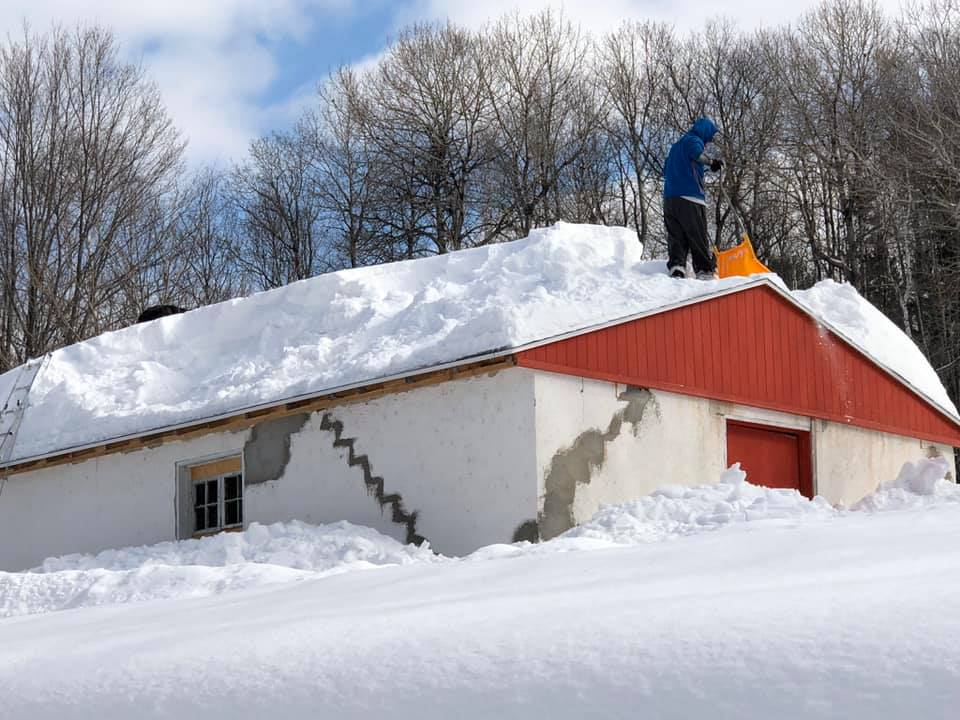Déneigement de toiture